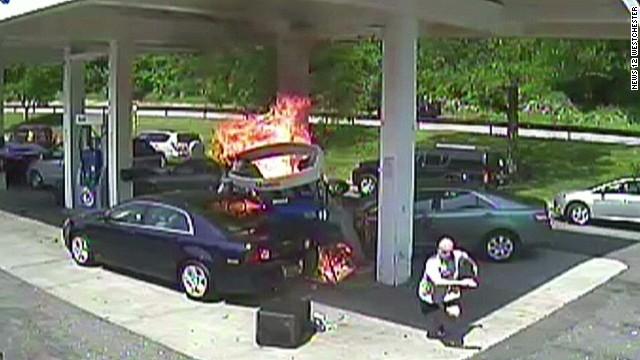 PKG police saves man in gas explosion_00000501.jpg