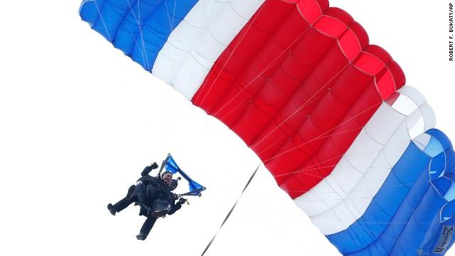 Bush Sr. skydives on 90th birthday