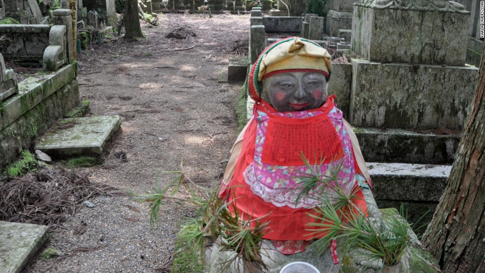 This adorable Okunoin cemetery statue is wearing makeup. People in need of some beauty come to it to make offerings.