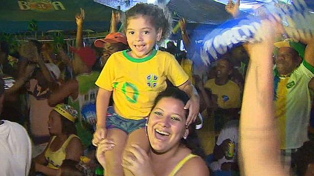 lok pleitgen world cup brazil win favela reax_00005207.jpg