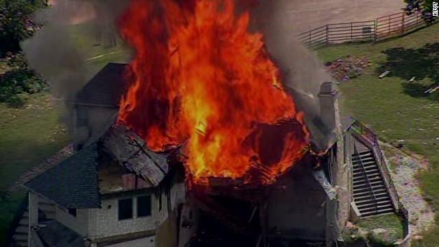 vo house burns on edge of cliff_00003203.jpg