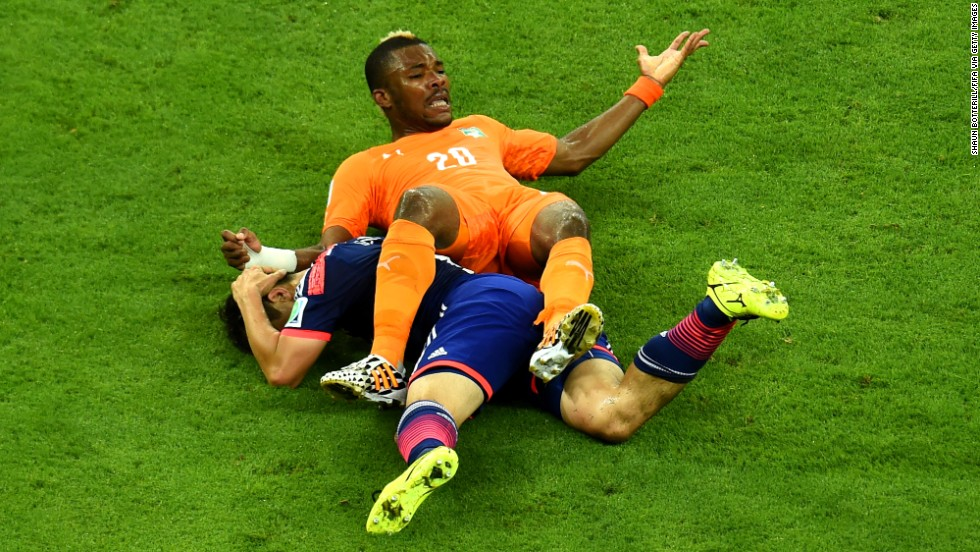 Die Serey of the Ivory Coast is brought down.