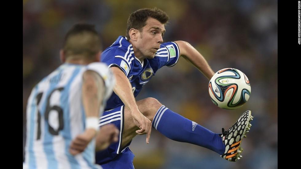 Bosnia-Herzegovina midfielder Zvjezdan Misimovic, right, vies Argentina defender Marcos Rojo.