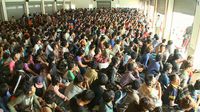 Cambodian migrant workers wait to leave the Thai town of Aranyaprathet, spurred by talk within the community of a crackdown.