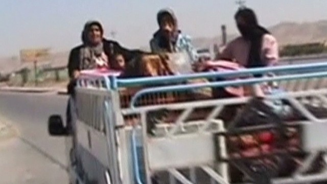 Iraqis flee as ISIS advances