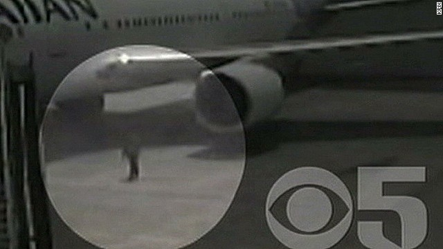 pkg.kpix.yu.plane.stowaway.speaks_00000808.jpg