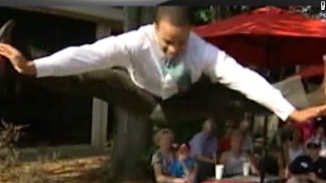 sotvo reporter splits pants on air_00004229.jpg