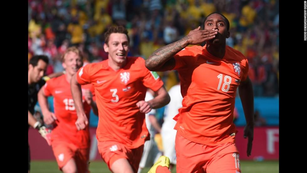 Netherlands midfielder Leroy Fer celebrates scoring the team's first goal against Chile.