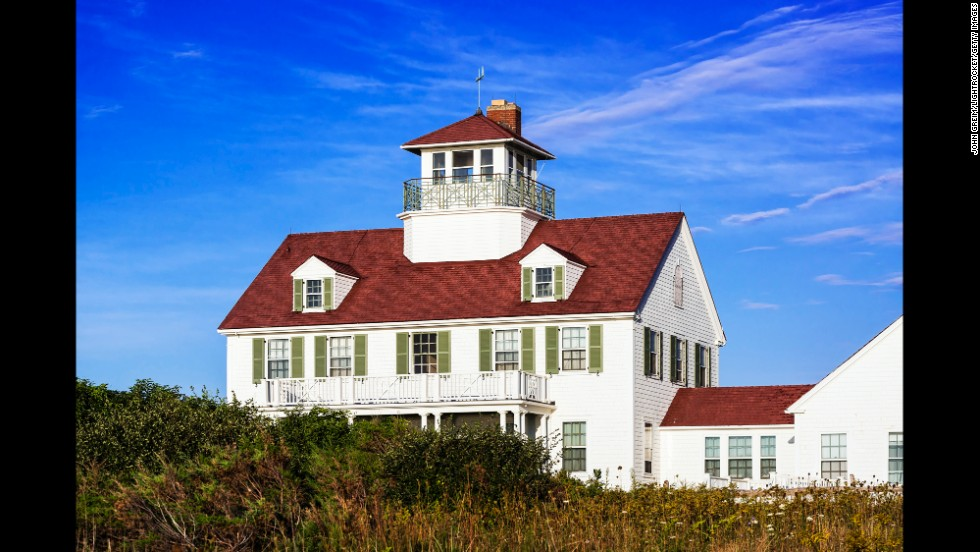 An area traditionally inhabited by sailors and artists, the beauty of Cape Cod is in its light and simplicity. The lighthouses of the Massachusetts peninsula are an attraction within themselves, but the seafood is also great. Each summer, the Naukabout Music Festival features local and national music talent, and is an attraction for all ages.