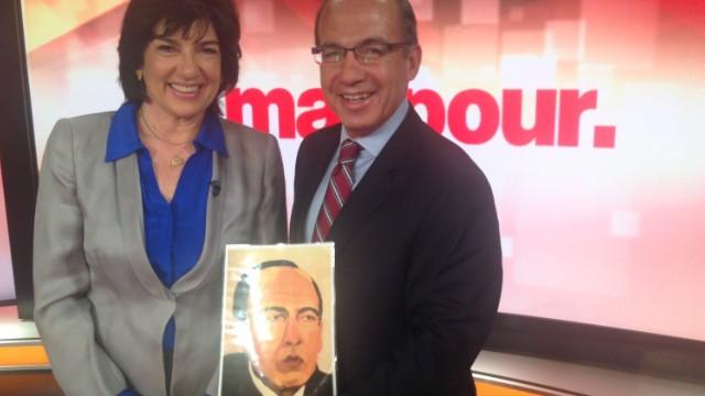 Calderon appraises Bush portrait