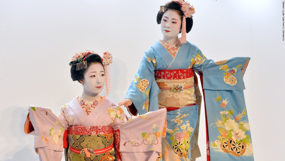 There are easy ways to distinguish between maiko (apprentices, pictured) and geisha. A maiko will have decorations such as flowers in her hair; geisha will not. The maiko's obi (kimono belt) will hang nearly to the floor; the geisha's is folded into a square shape on her back.