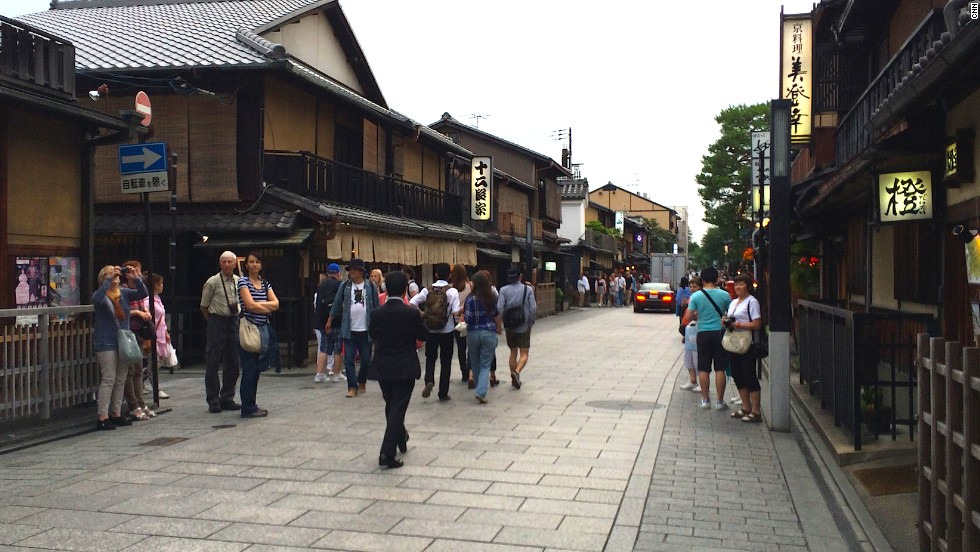 Every day at 5:45 p.m., tourists congregate around Hanami-koji street in Kyoto's Gion district in the hopes of being able to spot an authentic geisha headed to a tea house or banquet.