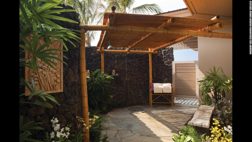 Coolest Outdoor Hotel Showers on Mountain Patio Ideas