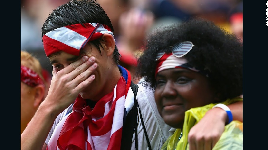 USA fan celebrates qualification into knockout round