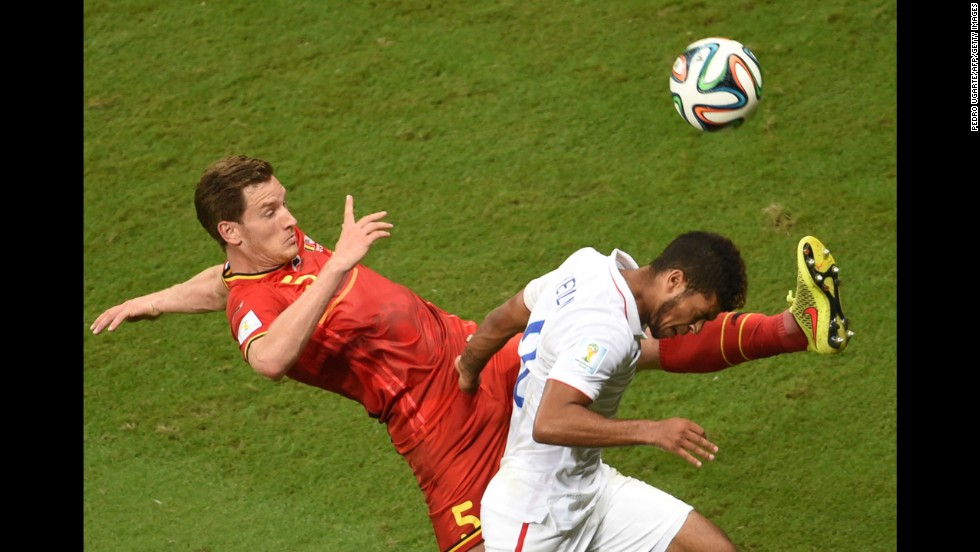 Vertonghen kicks the ball away from U.S. defender DeAndre Yedlin.