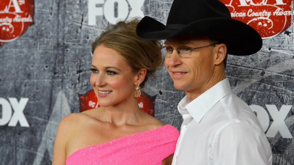 "On July 2, Jewel announced that she and husband Ty Murray had split up. <a href=""http://www.jeweljk.com/articles.html?n_id=1663"" target=""_blank"">In a lengthy blog post</a>, the folk singer/songwriter explained that she and her husband of six years had decided to get a divorce, choosing to ""release each other"" with love so that they ""may take on our new form: dear friends and devoted co-parents of our beloved son Kase."""