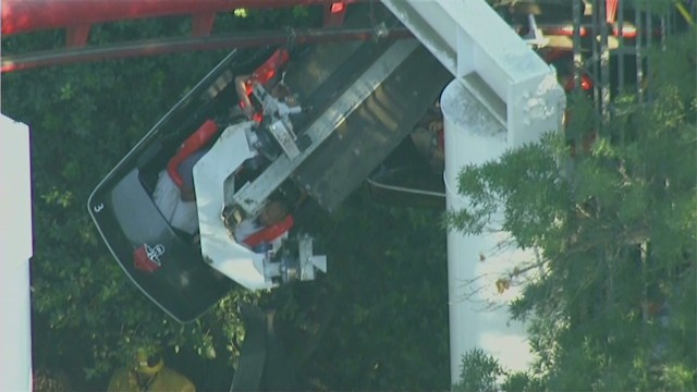 Roller Coaster Rides at Six Flags Six Flags Coaster Derails in