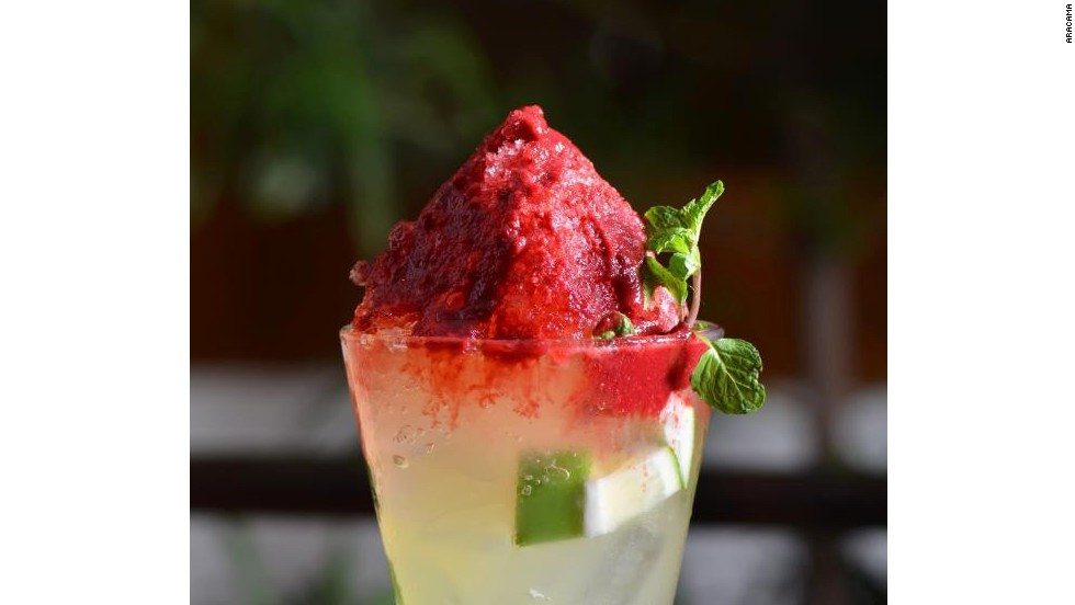 Made with vodka, sugar syrup and muddled lime, the Mojito de Mayon is a tribute to the Mayon Volcano. Drinkers can add strawberry, cherry, passion fruit or mango purees.