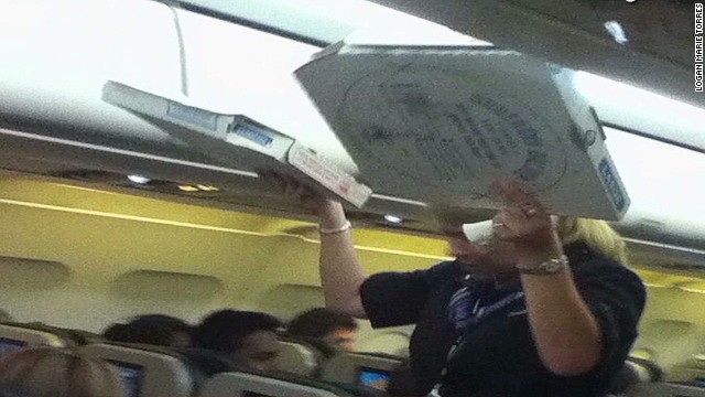 Pilot buys pizza for delayed passengers