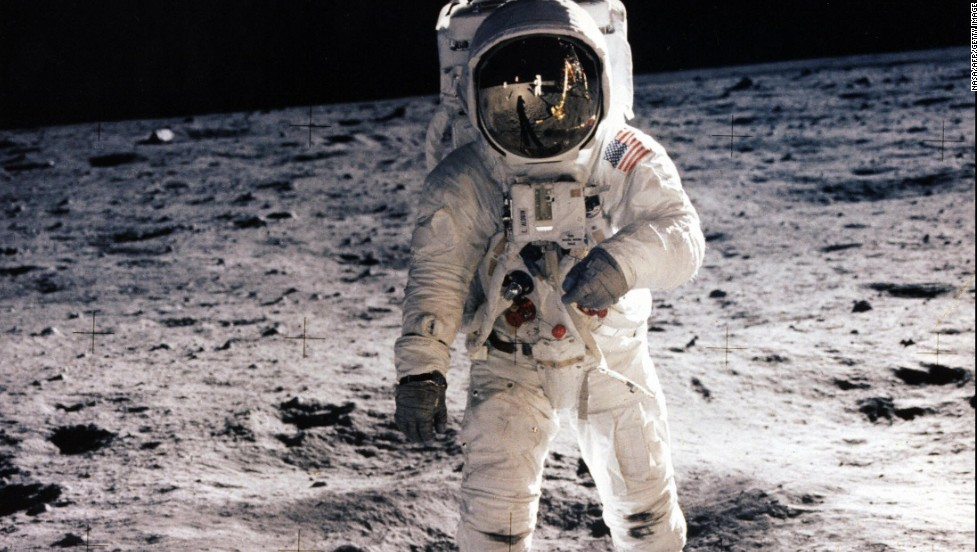 astronauts who walked on moon - photo #2