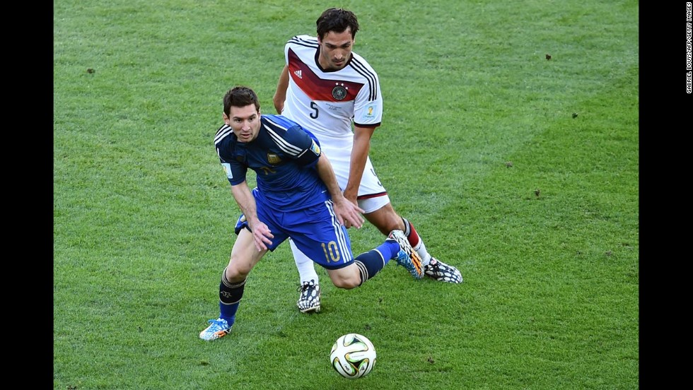 Hummels, right, marks Messi in the first half.