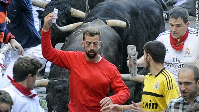 Police hunting bull run 'selfie man'