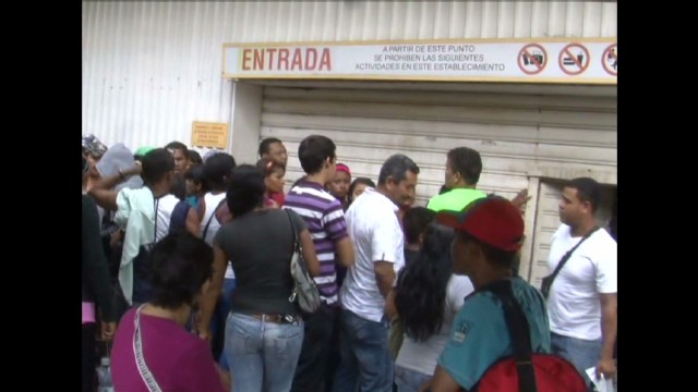 cnnee venezuela inflation laura castellano pkg_00004908.jpg