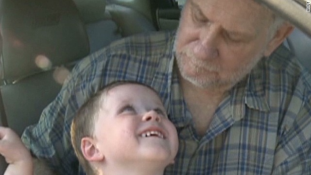 wvlt 3 year old toddler saves man from hot car_00003203.jpg