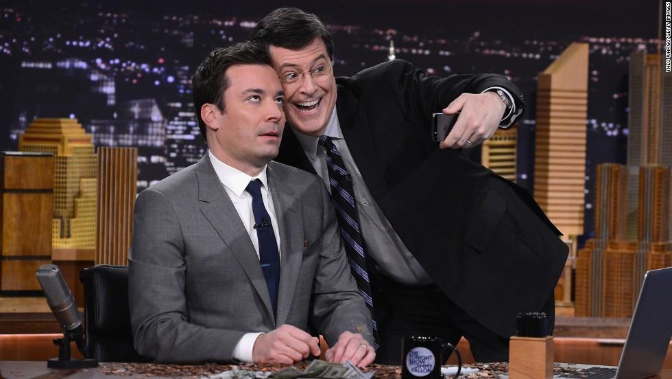 Lo mejor: CBS de alguna manera debió saber que la única manera en que las masas aceptarían la partida de Letterman sería presentando a Stephen Colbert como reemplazo. Nos entristece la partida de Dave, pero nos intriga saber qué hará Colbert en el lugar del presentador.