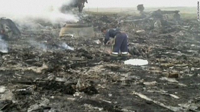 New photos reportedly show MH17 crash