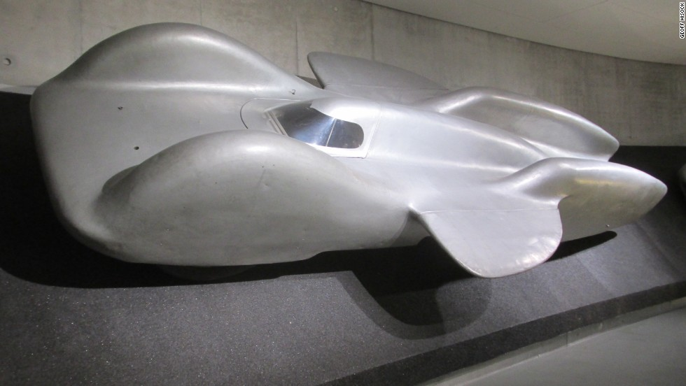 This elegant six-wheeler -- the 1939 Mercedes-Benz T80 -- was built for a world record attempt that never took place.