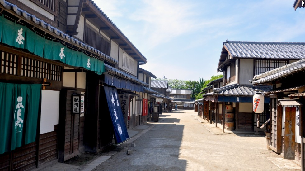 Toei's Edo-era sets include recreations of a firehouse, port town, town square, Nihonbashi bridge, a Meiji period police station, Shirakabe Street, inns, tea shops and traditional machiya wooden townhouses.