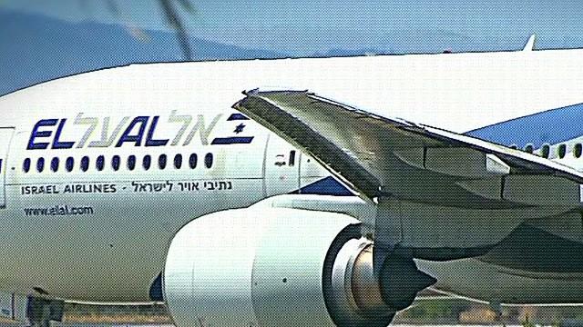 newday Savidge Flights Israel Bloomberg_00005824.jpg