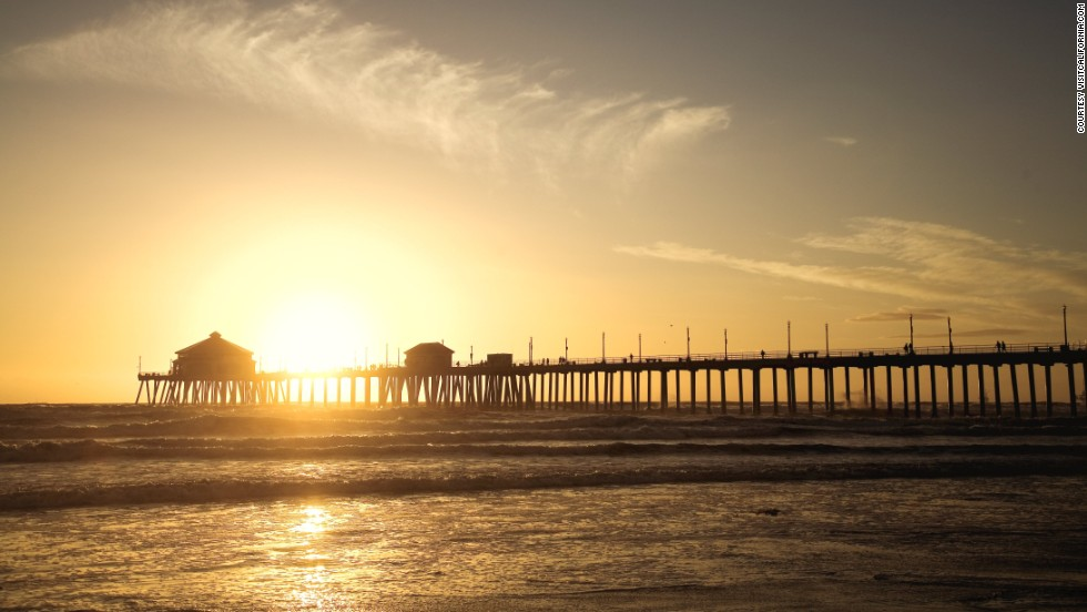 With a length of 560 meters, the beautiful Huntington Beach Pier in California is one of the longest on the U.S. west coast.