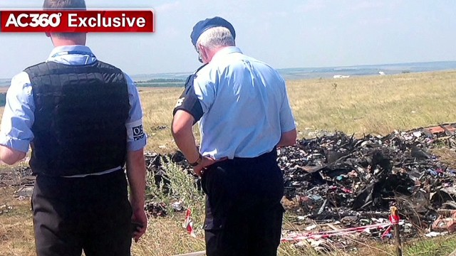 Inspector shares video of MH17 wreckage