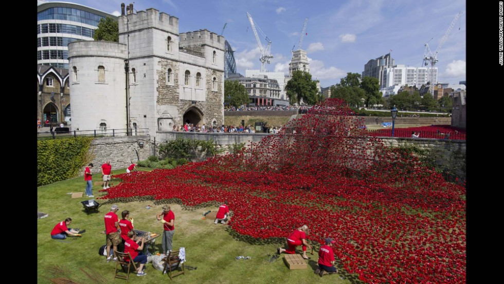 Volunteers install ceramic poppies on August 3.