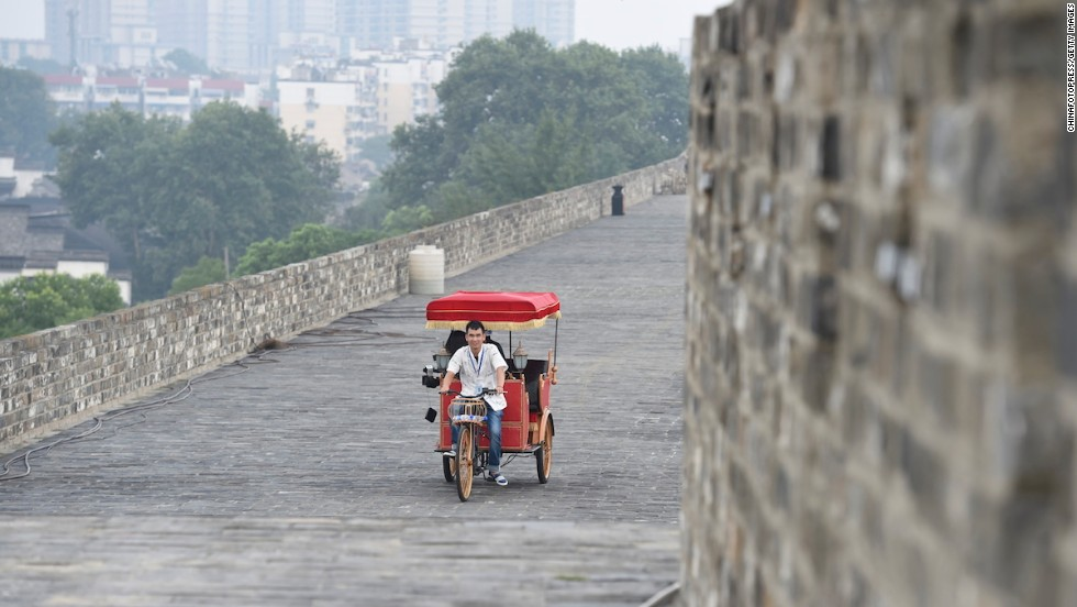 Nanjing will launch a rickshaw tour of its Ming Dynasty City Wall (built in the 1300s) on August 8 to coincide with the Summer Youth Olympic Games, which will be held in the city August 16-24.