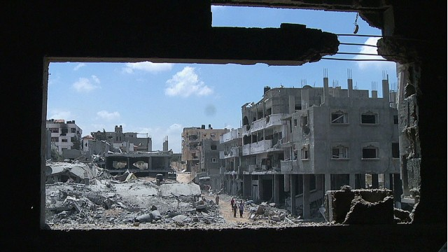 Gaza residents return to destroyed homes