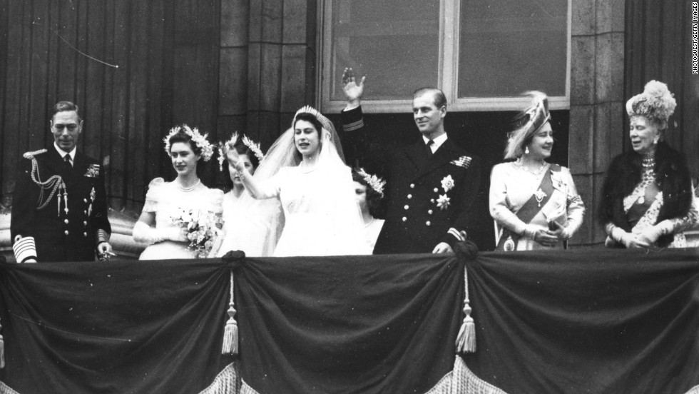 Facts about queen elizabeth ii for Queens wedding balcony