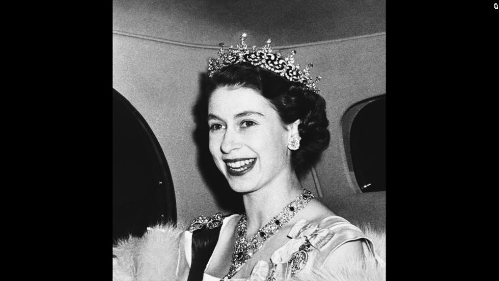 a biography of queen elizabeth ii Queen elizabeth ii's early life, childhood, and education elizabeth was born on 21 april 1926, in mayfair, london, the united kingdom at 02:40 (gmt) amid the rule of her fatherly granddad, king george v.