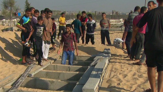 Rafah families rush to bury dead