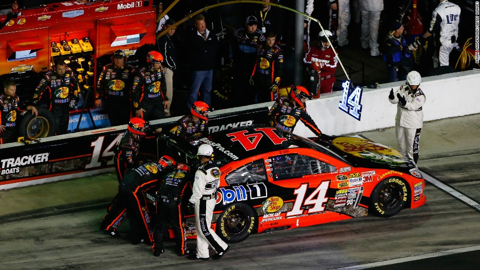 Stewart makes a pit stop during the Daytona 500 in February 2014.