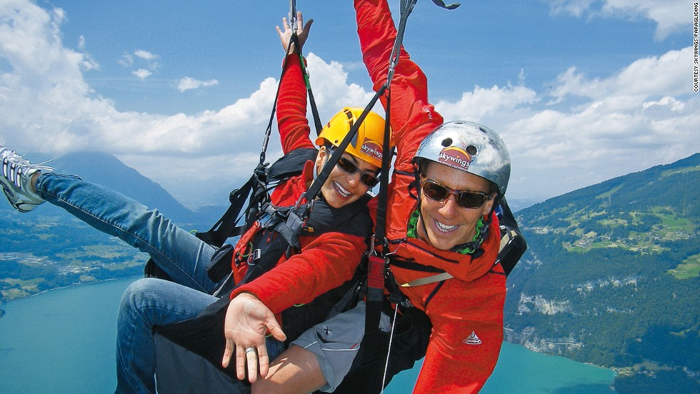 Circling around rising air currents, known as thermals, allows paragliders to ascend. Once they're up, it's easy gliding over Lake Thun and Lake Brienz.