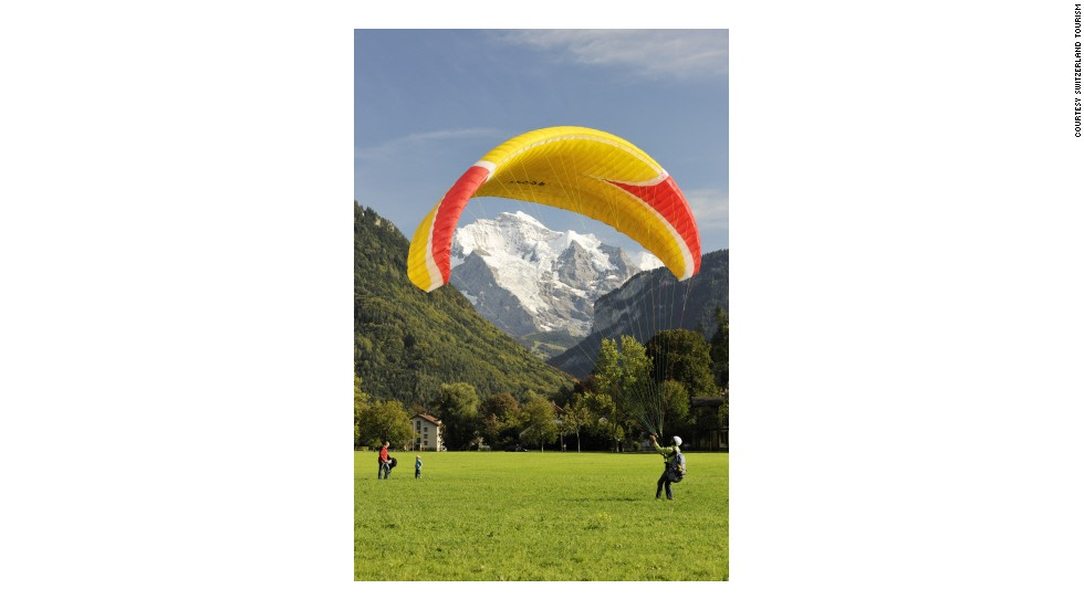 Hoehematt is a popular landing point for paragliders in the center of Interlaken. The field is well-visited by tourists who enjoy keeping both feet firmly planted on the ground.