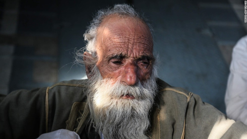 An elderly Yazidi man cries after he was rescued.
