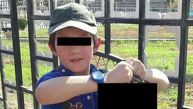 nr laporte boy poses severed head_00000904.jpg