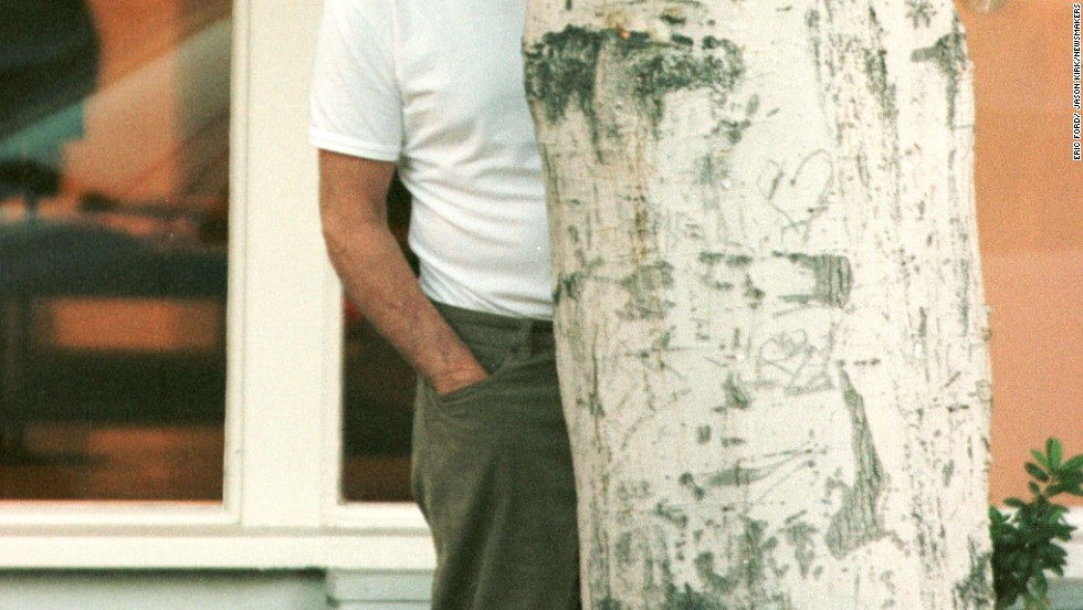 <strong>Be discreet about celeb sightings.</strong> <br />That's just Dustin Hoffman behind that tree, don't freak out. Or is it Marty Sheen? Either way, don't freak.