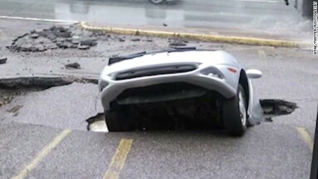 dnt sinkhole swallows car tanning salon lot_00002122.jpg
