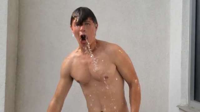 Celebs embrace the ALS ice bucket