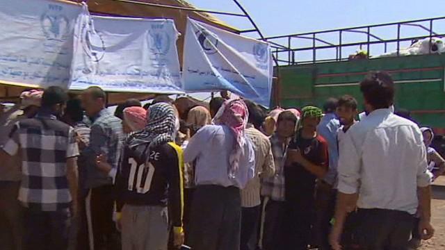 Thousands of Iraqi Yazidis flee to Syria